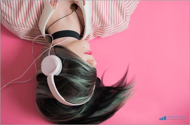 Ежедневные рекомендации, музыкальные новинки и подборки, «Радио» определённого жанра или...